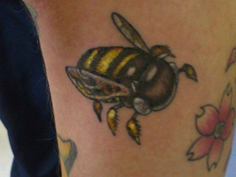 Leg bumblebee design tattoo