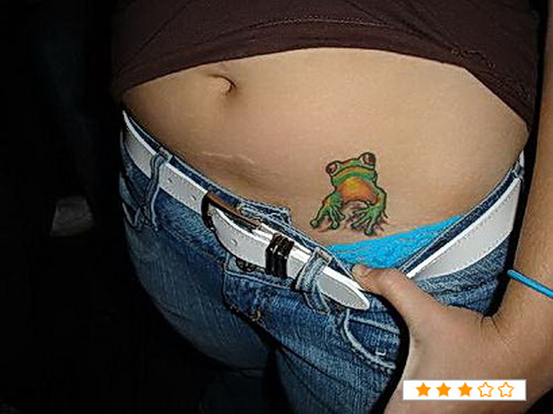Showing frog on hip tattoo