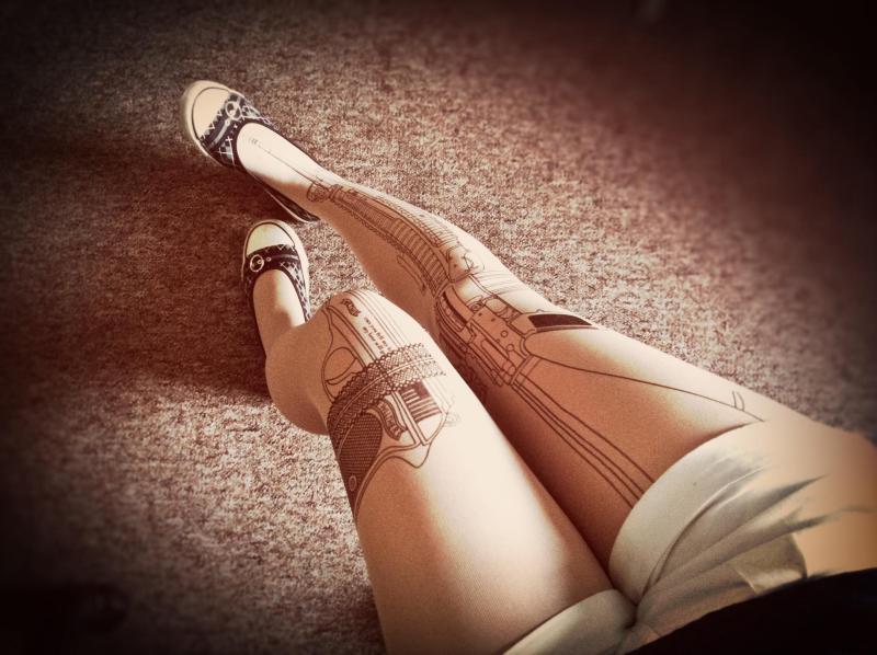 Strumpfhose gun tattoo tights